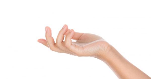 a csuklóízületben lévő kéz fáj)