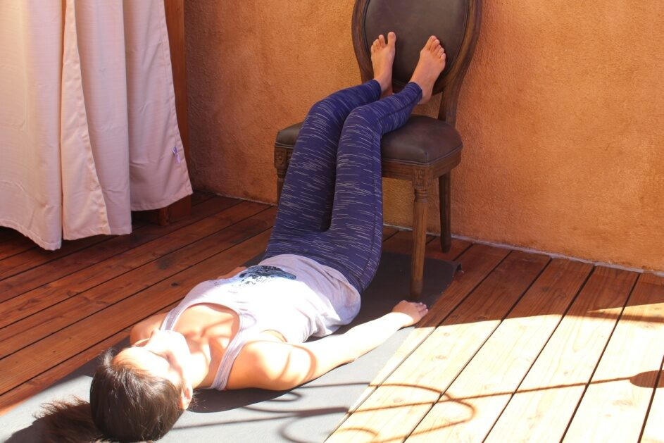 Kép forrás: http://www.huffingtonpost.com/cristina-lacob/lower-back-pain-eased-by-simple-yoga-poses_b_8548490.html