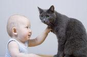 Kisbaba cicával