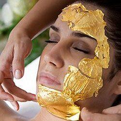Arcfiatalító arany maszk