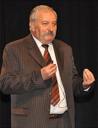 Dr. Ócsai Lajos előadás közben